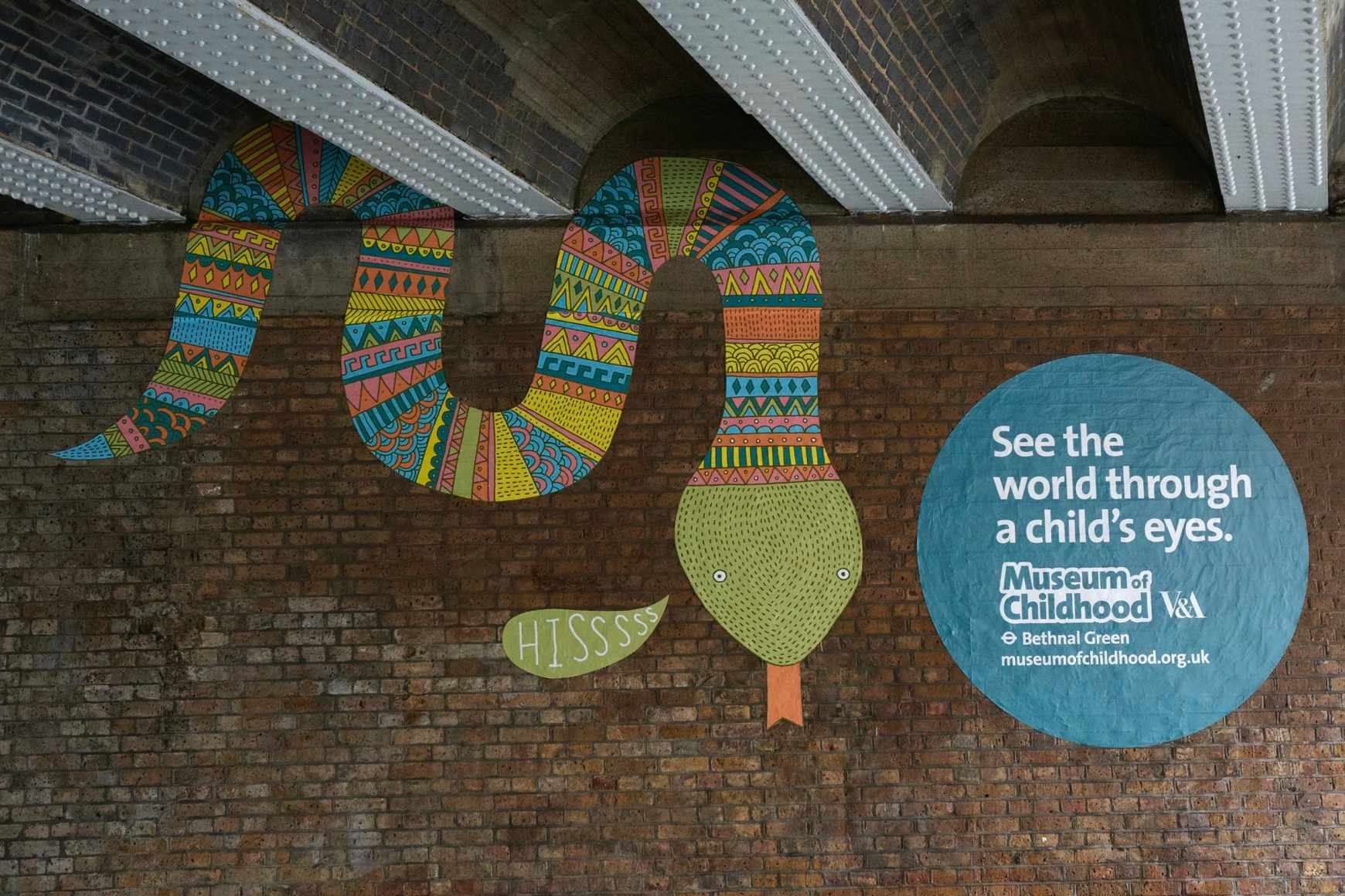 dans-ta-pub-museum-of-childhood-bbdo-UK-street-art-1