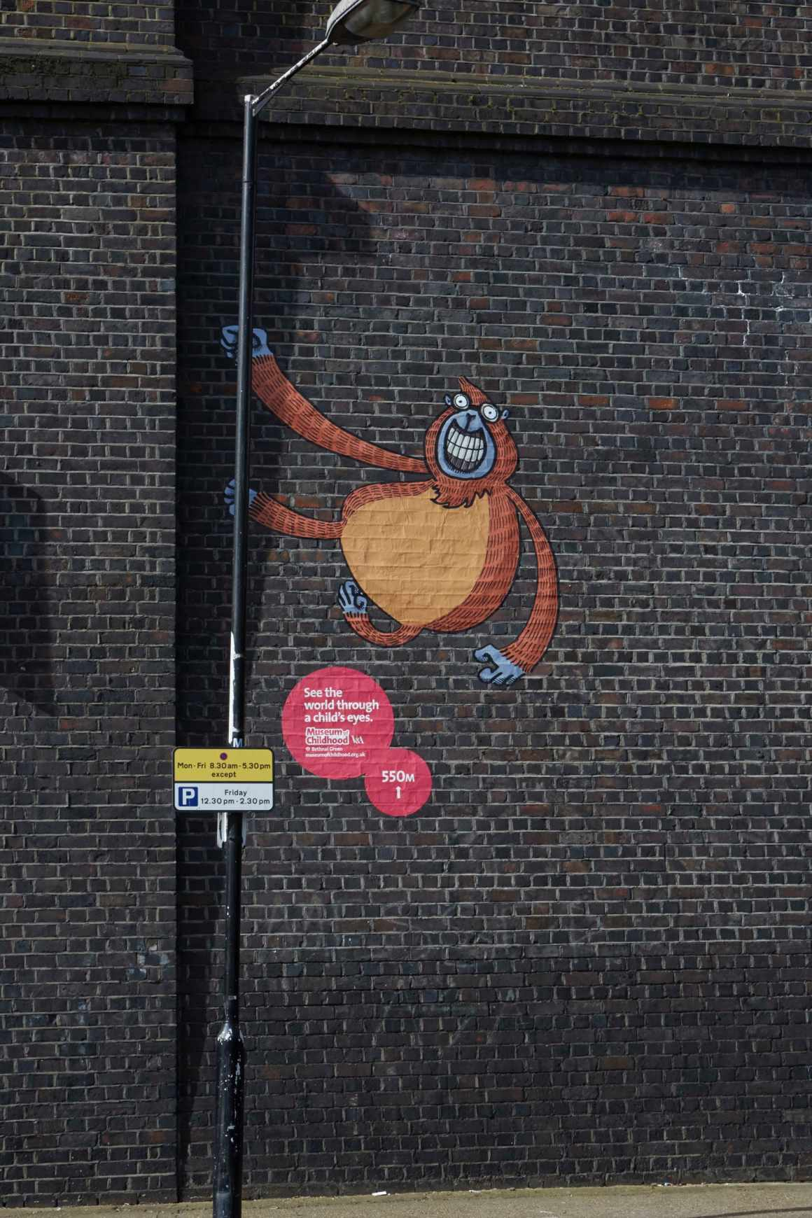 dans-ta-pub-museum-of-childhood-bbdo-UK-street-art-5