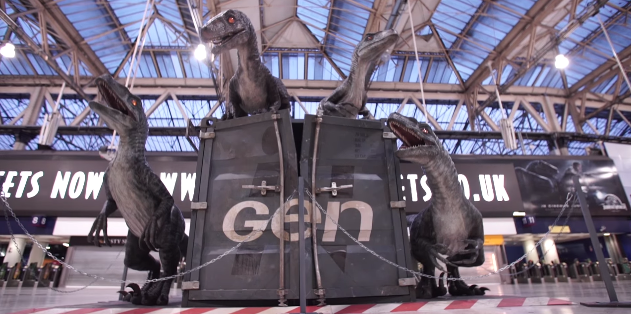 dans-ta-pub-jurassic-world-waterloo-londres-train-gare-velociraptors-dinosaure