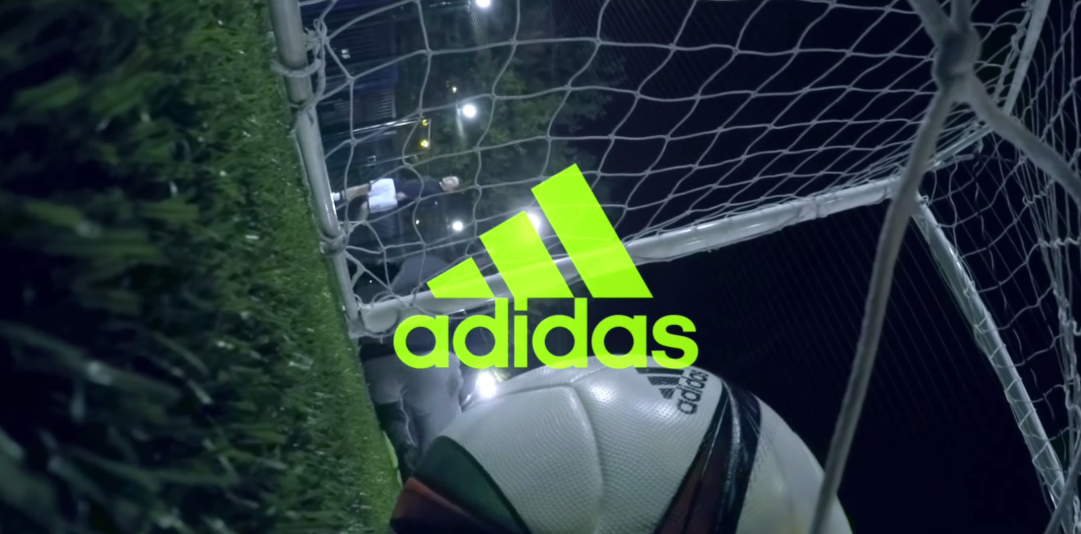 dans-ta-pub-create-your-own-game-adidas-football