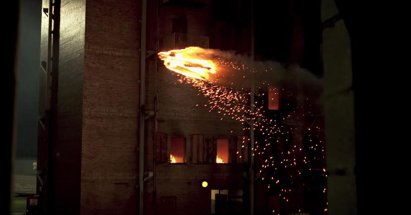 dans-ta-pub-torche-humaine-human-torch-stunt-marvel-drone