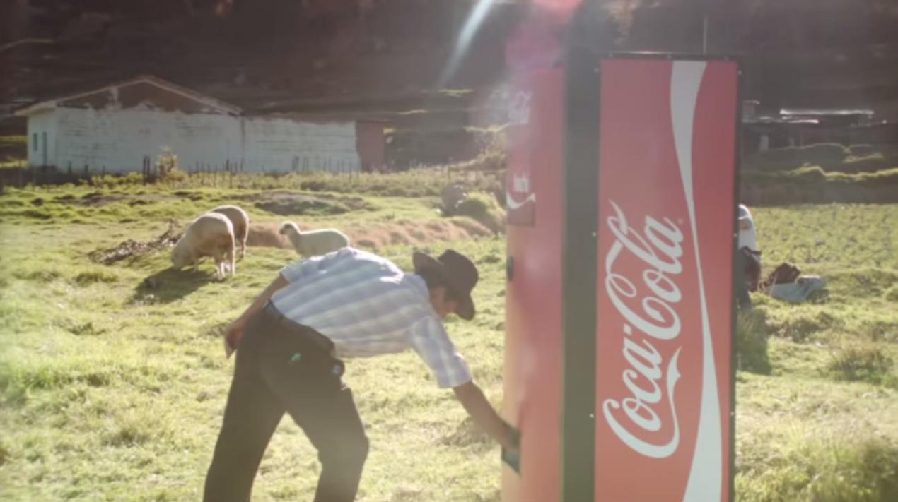 Dans ta pub coca cola distributeur pr noms perou dans ta pub for Dans ta pub
