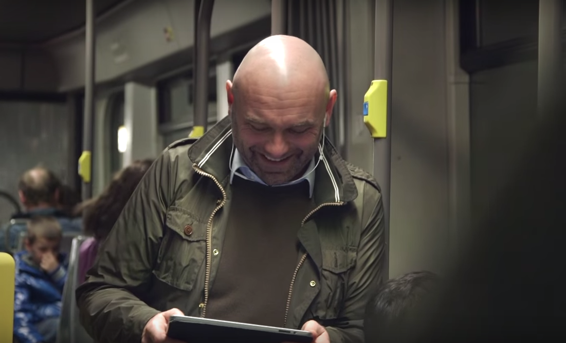 dans ta pub happiness coca cola belgique smile metro share