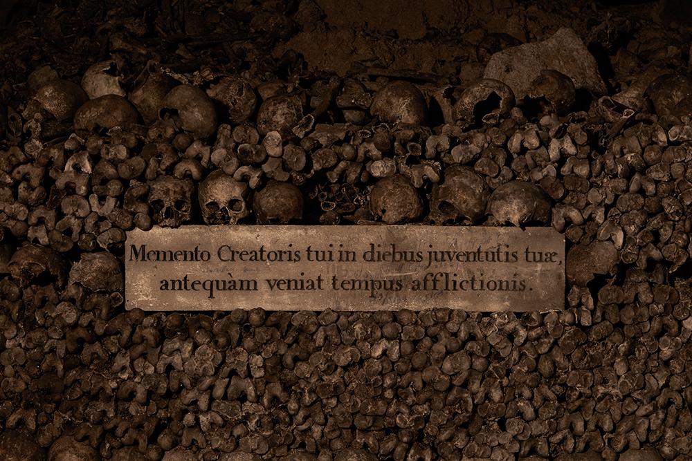 dans-ta-pub-airbnb-catacombes-paris-halloween-12