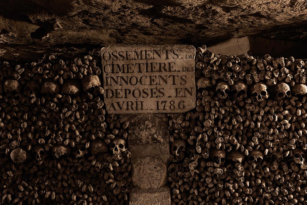 dans-ta-pub-airbnb-catacombes-paris-halloween-13