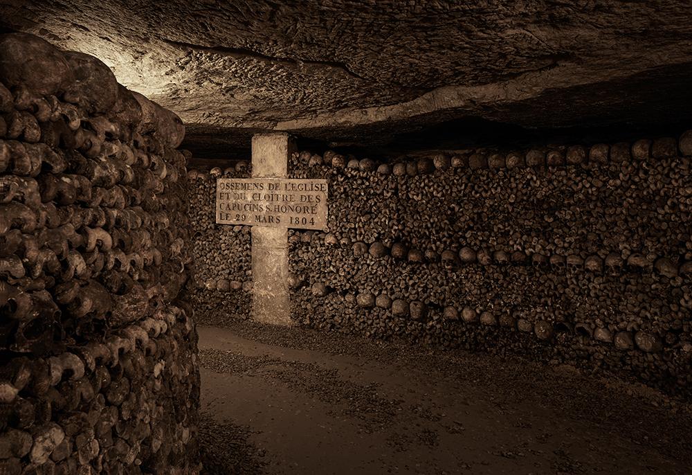 dans-ta-pub-airbnb-catacombes-paris-halloween-3