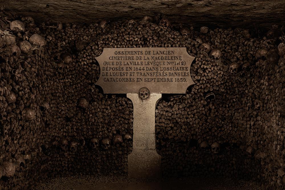 dans-ta-pub-airbnb-catacombes-paris-halloween-5