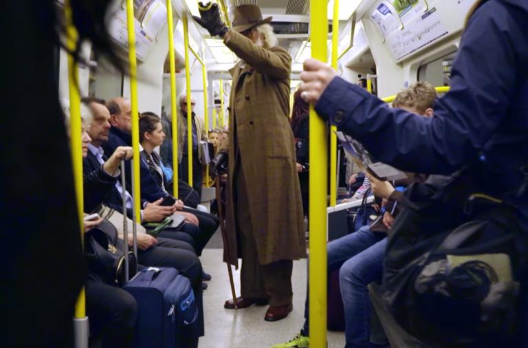 dans-ta-pub-carlsberg-euro-2016-football-london-subway