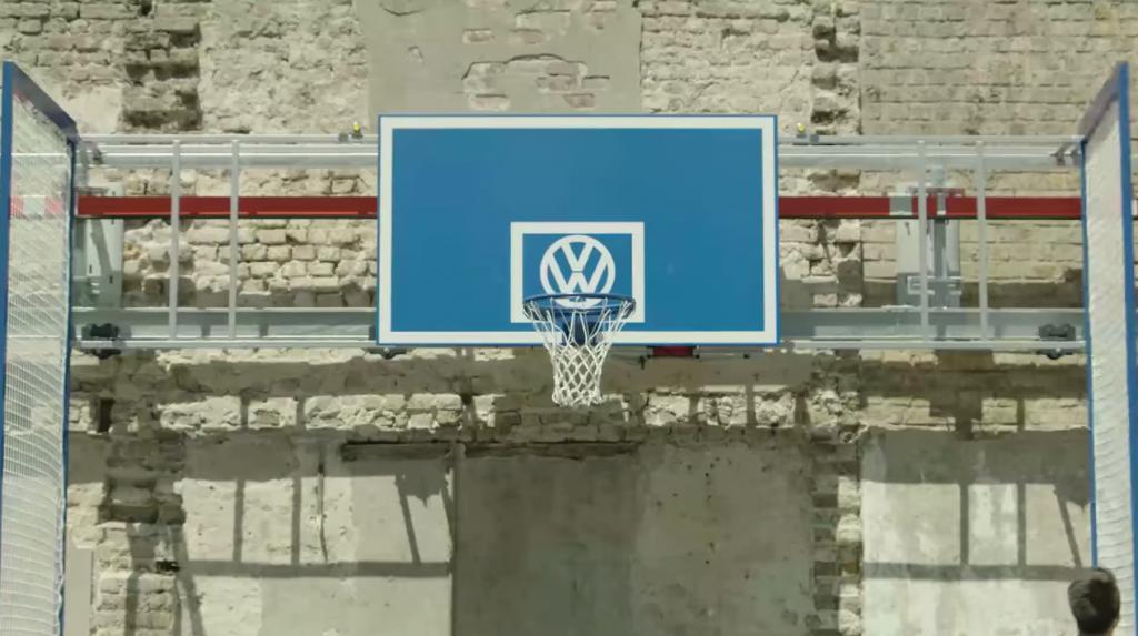 dans-ta-pub-volkswagen-ddb-belgium-volkparking-basket-1