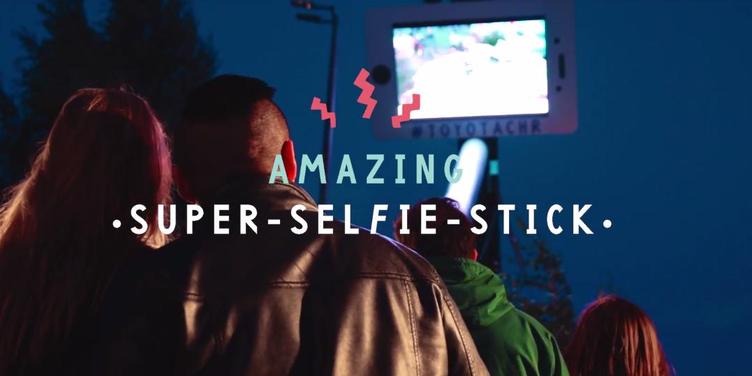 dans-ta-pub-toyota-super-selfie-stick-saatchi-finland-festival-flow