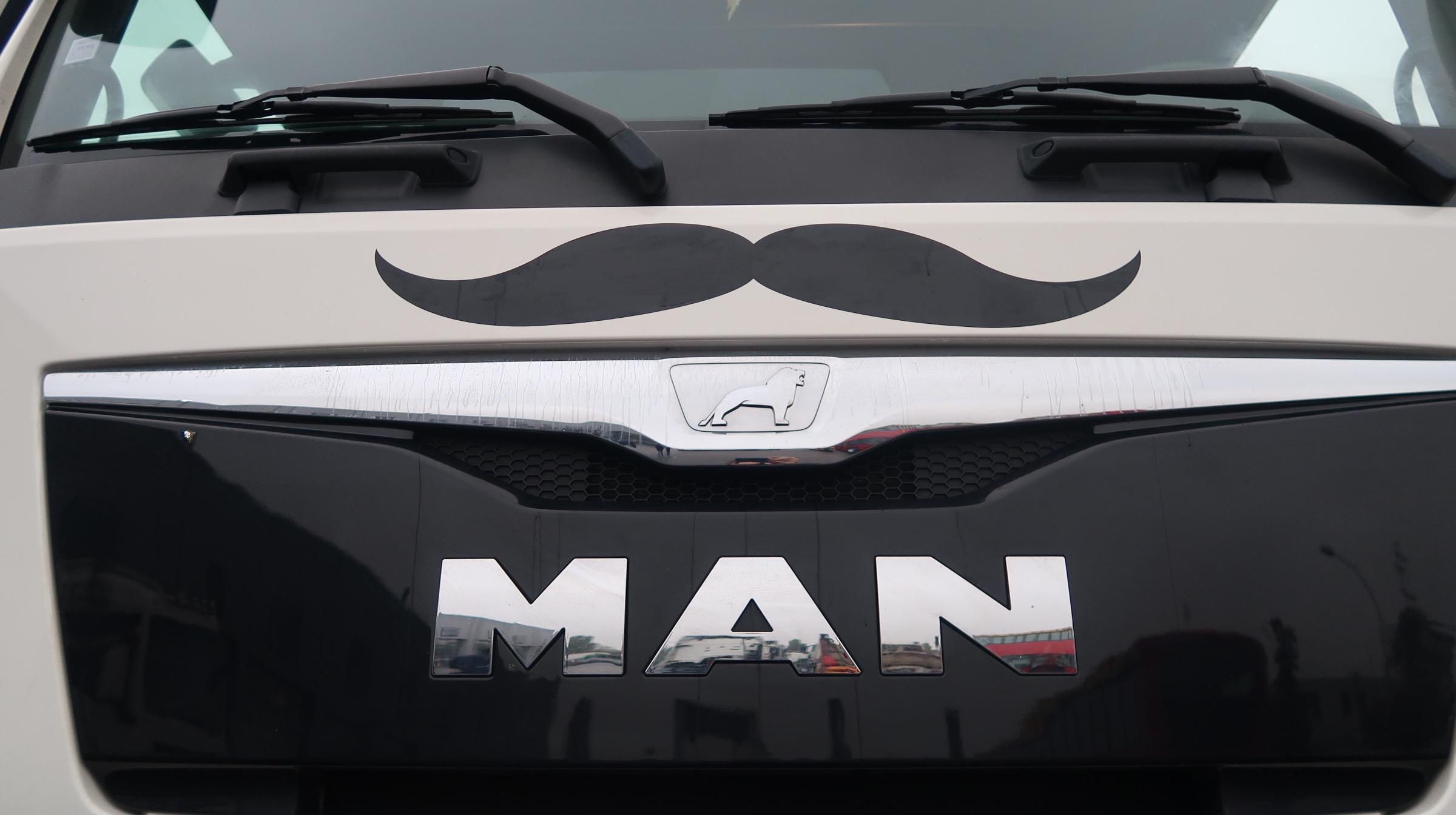 Dans ta pub man camion moustache movember novembre dans for Dans ta pub