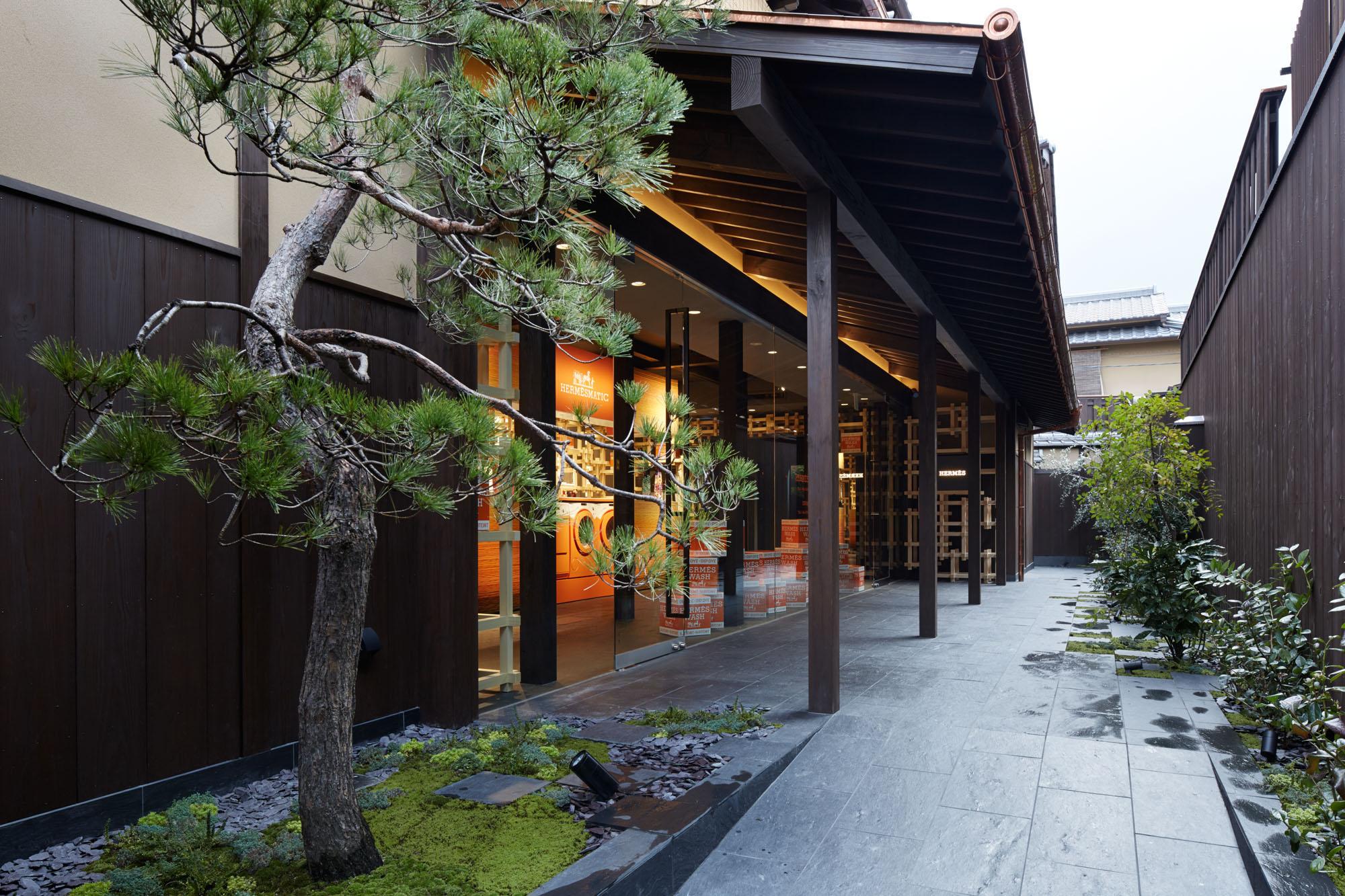 Herm s cr e un magnifique pop up store au japon dans ta pub for Dans ta pub