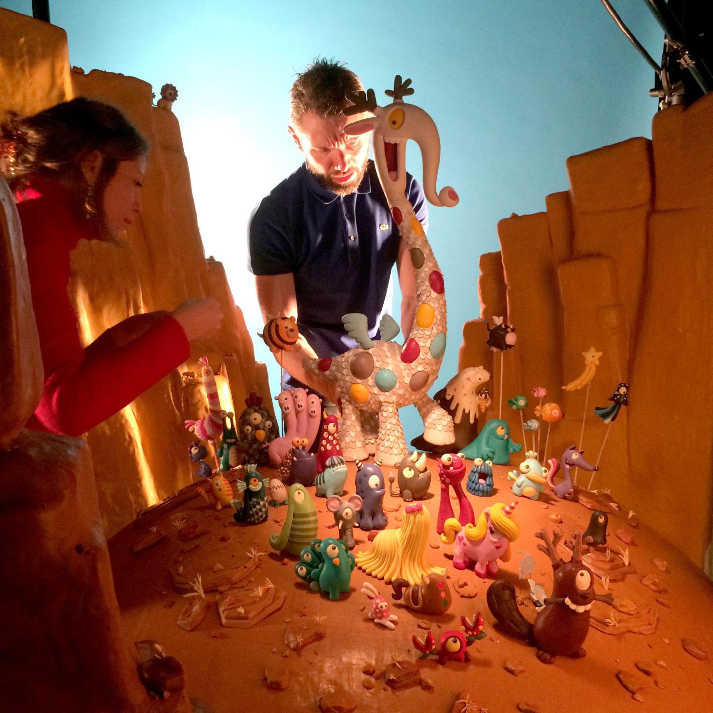 Play-Doh lance une campagne print faite entièrement à la main